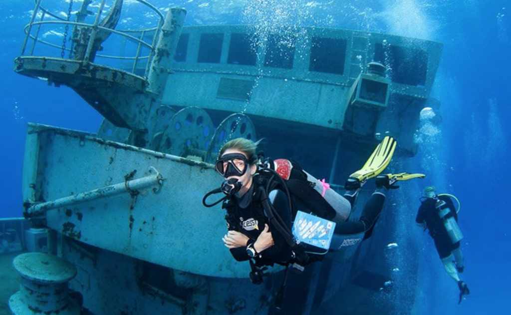 what to do in grand cayman, dive uss kittiwake